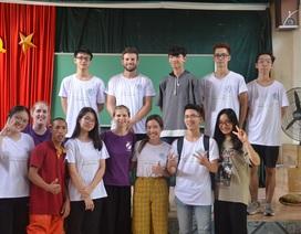 Cùng người Việt trẻ thực hiện dự án The Blue Felicia Project tại Trung tâm nuôi dưỡng người già và trẻ tàn tật - Ba Vì