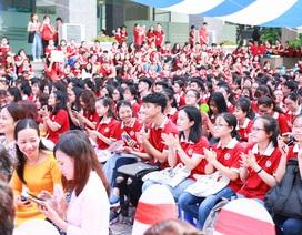 Trường ĐH Ngoại thương kêu gọi sinh viên nhắn tin ủng hộ người nghèo trong lễ khai giảng