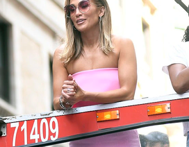 Jennifer Lopez được khen ngợi xuất sắc khi vào vai vũ nữ thoát y