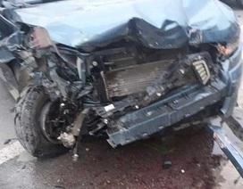 Hai xe ô tô nát bét đầu sau cú va chạm liên hoàn