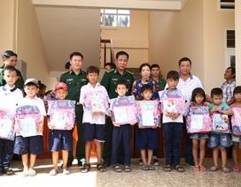 Bộ đội biên phòng Đồng Tháp tặng 150 phần quà cho học sinh nghèo vùng biên giới