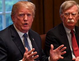"""Tổng thống Trump sa thải cố vấn an ninh """"diều hâu"""""""