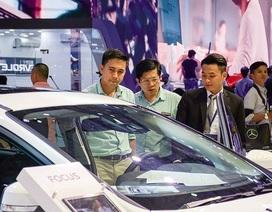 """Hãng ồ ạt giảm giá, dân Việt vẫn chịu cảnh mua xe giá đắt, bị """"chặt chém"""""""