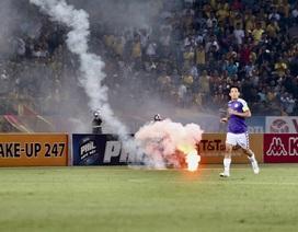 Pháo sáng làm bùng lên những mảng tối của bóng đá Việt Nam