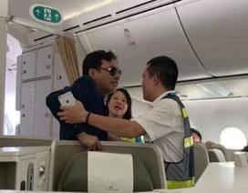 """Vụ khách thương gia """"sàm sỡ"""" trên máy bay: Phạt một nhân viên an ninh"""
