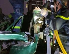 Hà Nội: Cảnh sát phá cửa, giải cứu tài xế xe tải mắc kẹt sau tai nạn