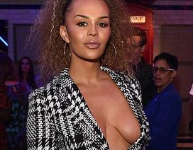 Người mẫu chuyển giới Talulah-Eve khoe ngực táo bạo