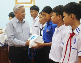 Phú Yên: Trao 200 suất học bổng cho trẻ em nghèo hiếu học