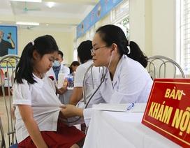 Sau vụ cháy công ty Rạng Đông: Hàng trăm học sinh được khám sức khỏe miễn phí
