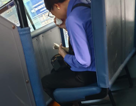 """Hành khách """"quên"""" mua vé xe buýt, nữ nhân viên bán vé bị đình chỉ công việc"""