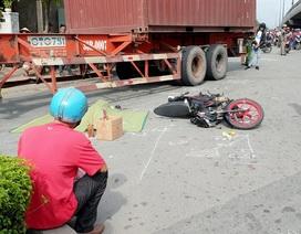 Người chồng gào khóc bên thi thể vợ bị xe container cán tử vong