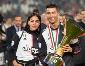 C.Ronaldo hạnh phúc khoe tình yêu mặn nồng cùng cô bạn gái xinh đẹp