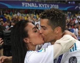 Cristiano Ronaldo tuyên bố sẽ cưới bạn gái