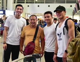 Quang Hải, Bùi Tiến Dũng đến sân bay, tiễn Văn Hậu sang Hà Lan