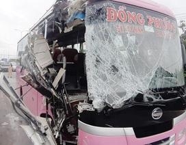 Xe khách nát đầu sau cú tông xe đầu kéo, 4 hành khách bị thương