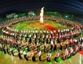 Yên Bái tổ chức màn múa xòe Thái kỷ lục với 5000 người tham dự
