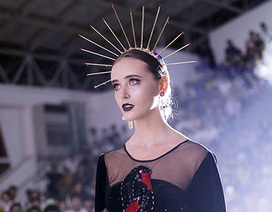Sinh viên Kiến trúc trình diễn thời trang độc đáo kỉ niệm 50 năm thành lập trường