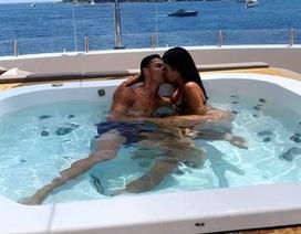 """""""Đỏ mặt"""" nghe C.Ronaldo chia sẻ chuyện phòng the cùng cô bạn gái nóng bỏng"""