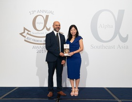 """Vietcombank nhận giải thưởng """"Ngân hàng tốt nhất Việt Nam"""" do Tạp chí Alpha SEA trao tặng"""