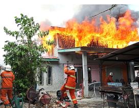 Châm lửa đốt hết 12 ngôi nhà chỉ vì muốn…. gặp lính cứu hỏa!