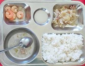 Rộ hình ảnh suất ăn thiếu dinh dưỡng, trường phải tạm dừng bữa ăn bán trú