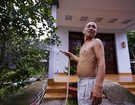 """TPHCM: Nước máy quá bẩn chỉ dùng để... tưới cây, người dân lo """"thắt ruột""""!"""
