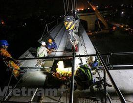 Hà Nội: Công nhân trắng đêm lao dầm xây cầu cạn vành đai 3