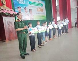 """440 suất học bổng chương trình """"Vì em hiếu học"""" cho học sinh Thừa Thiên Huế"""