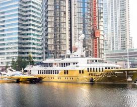 Chiêm ngưỡng siêu du thuyền dát vàng trị giá 20 triệu USD bên bờ biển
