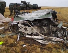 Xe bọc thép Nga vỡ vụn sau màn rơi tự do từ máy bay quân sự