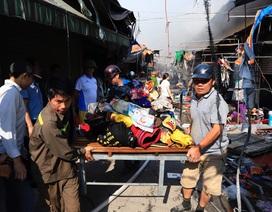 Hà Nội: Chợ Tó cháy dữ dội, tiểu thương hối hả ôm đồ tháo chạy