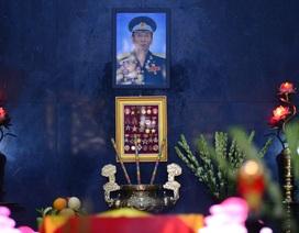Lễ viếng Anh hùng Đại tá phi công Nguyễn Văn Bảy