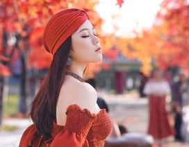 """Giới trẻ Hà Nội nô nức """"check-in"""" ở hàng cây lá phong đỏ đầy lãng mạn"""