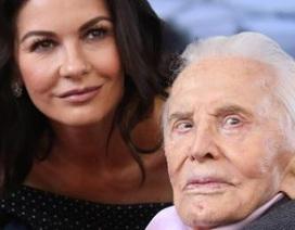 Bố chồng Catherine Zeta-Jones vẫn khỏe mạnh ở tuổi 103
