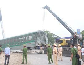 Rùng mình khoảnh khắc xe tải lao vào đường sắt bị tàu hỏa tông văng ở Nghệ An