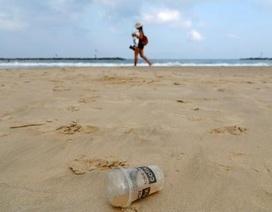 Thị trưởng Hàn Quốc xin lỗi vì xả 1 tấn rác ra bãi biển để mọi người nhặt