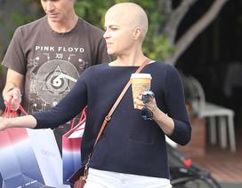 Selma Blair rụng hết tóc vì hóa trị