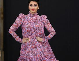 Hoa hậu Ấn Độ Aishwarya Rai bất ngờ xuất hiện trên sàn catwalk
