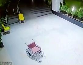 Clip xe lăn không người lái tự đi trong bệnh viện gây sốc