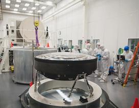 Ngắm ống kính lớn nhất thế giới, rộng 1,55 mét, mất 5 năm để sản xuất