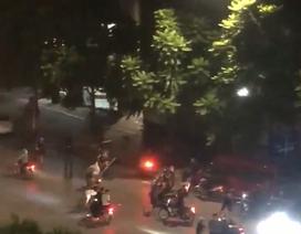 Hà Nội: Hàng chục thanh niên cầm hung khí truy sát trên đường Trần Khát Chân