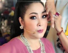 NSND Hồng Vân khóc khi phải đóng cửa sân khấu kịch gắn bó 14 năm
