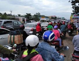 Dân miền Tây rồng rắn trở lại Sài Gòn, cầu Rạch Miễu tắc dài 5km