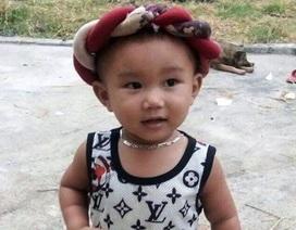 """Cháu bé 2 tuổi hát """"Mưa chiều miền Trung"""" đốn tim cộng đồng mạng"""