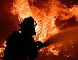 Tình nguyện viên chữa cháy đốt nhà... cho vui