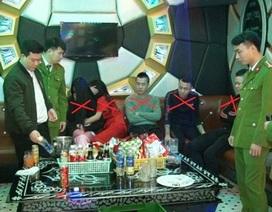 Bắt 5 nam nữ thanh niên đang phê ma túy đá trong quán karaoke