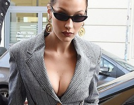 Bella Hadid khoe ngực đầy đặn