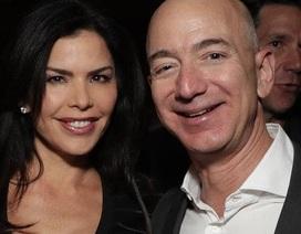 """Tỷ phú Amazon """"bẽ mặt"""" vì tình nhân khoe khoang làm lộ tin nhắn mùi mẫn"""