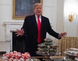 Chính phủ đóng cửa, ông Trump bỏ tiền túi mua đồ ăn nhanh đãi khách