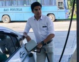 Bức ảnh đổ xăng gây tranh cãi của Bộ trưởng 26 tuổi người Malaysia